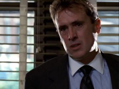 Law & Order: Special Victims Unit - Season 1 Episode 9 : Stocks & Bondage