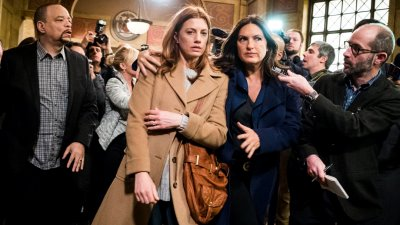 Law & Order: Special Victims Unit - Season 17 Episode 15 : Collateral Damages