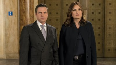 Law & Order: Special Victims Unit - Season 18 Episode 19 : Conversion