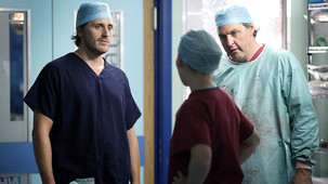 Holby City - Queen's Gambit - Season 13 Episode 4