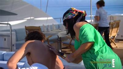Keeping Up with the Kardashians - Season 8 Episode 9 : Greece Him Up
