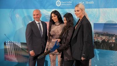 Keeping Up with the Kardashians - Season 17 Episode 2 : Birthdays and Bad News (2)